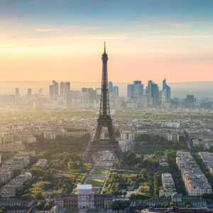 Paris Skyline Panorama bei Sonnenuntergang mit Eiffelturm